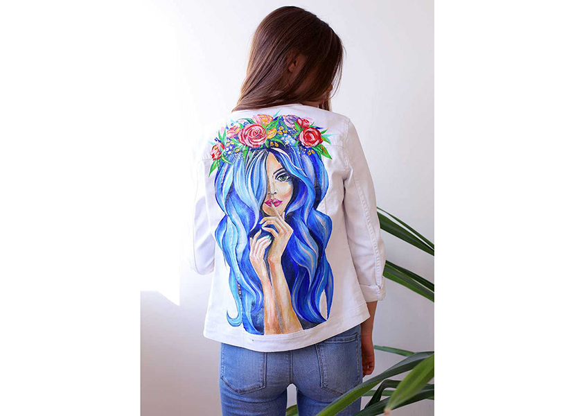 Изображение с джинсовой женской курткой с ярким принтом